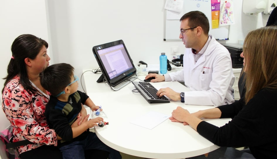 Oncological patient treated in a consultation at the SJD Barcelona Children's Hospital.