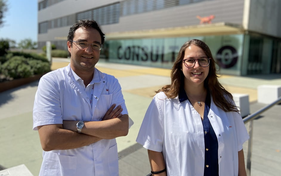 Ángel Montero and Helena Castillo, researchers for a study into Ewing's sarcoma being conducted at the SJD Barcelona Children's Hospital.