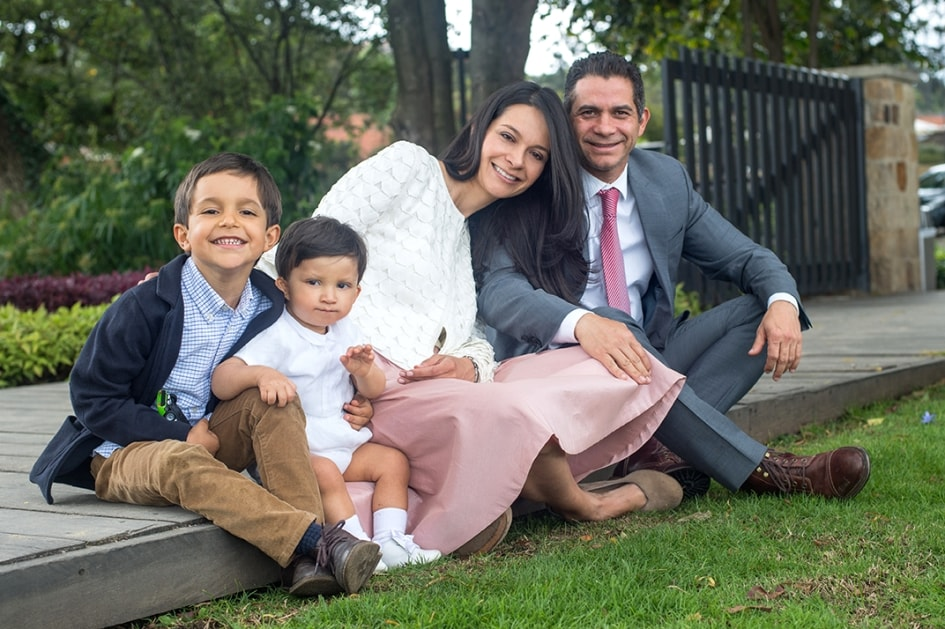 Ana and Rafael with their son Santiago, affected by Kabuki syndrome, and his brother Pablo.